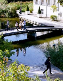 Balade à travers le parc de Bercy afin de vous rendre à votre hébergement proche des Salons de ,l'Aveyron