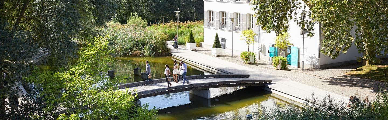 A proximité de nos salles de location on trouve le parc de bercy