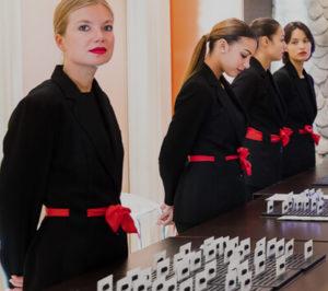 Proposition d'un service d'hôtesses pour votre réunion