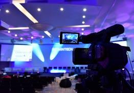 grande salle de réunion eqwuipées des dernières technologies de communication