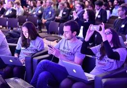 Grande salle de réunion connectée adaptée aux groupes de plus de 300 personnes