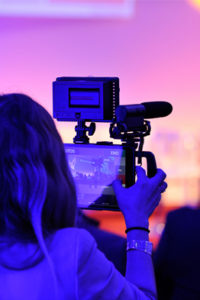 Conférence filmé en direct et retransmise sur les réseaux sociaux