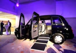un taxi londoniens exposé aux salons de l'aveyron
